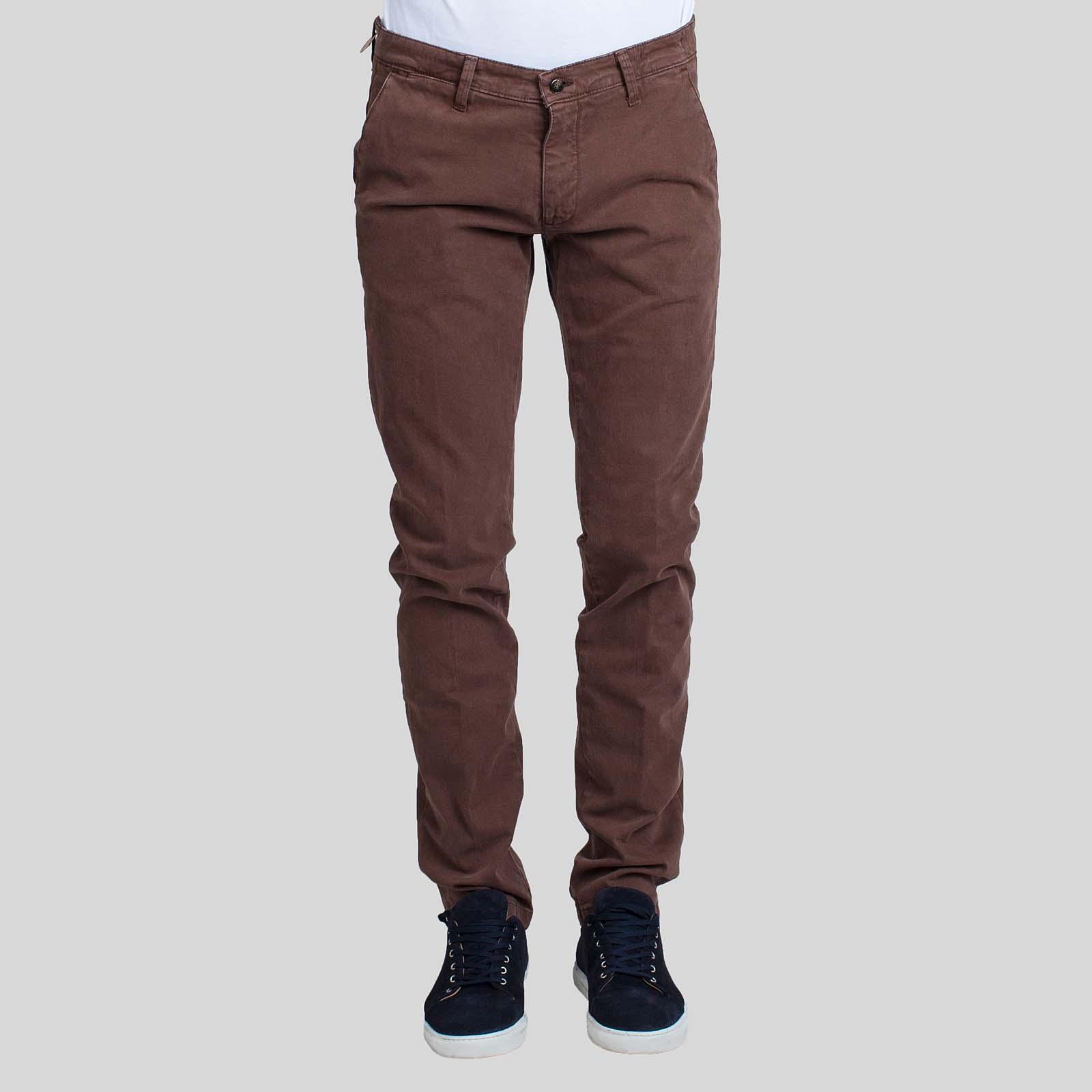 4/10 FOUR.TEN INDUSTRY Καφέ Παντελόνι Μέση με θηλιές ζώνης Κούμπωμα με φερμουάρ και κουμπί Δύο κάθετες τσέπες στο πλάι Δύο τσέπες πίσω Κανονική γραμμή Μέγεθος δείγματος : 48 Σύνθεση: 98% Βαμβάκι, 2% Ελαστίνη